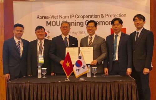 Lễ ký giữa hai cơ quan sở hữu trí tuệ Việt Nam và Hàn Quốc diễn ra sáng 29/5 tại Hàn Quốc. Ảnh: NOIP.