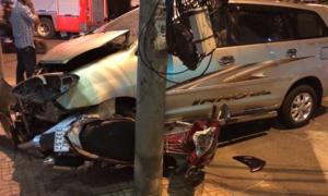 Xe cứu hỏa bị ôtô tông trong lúc làm nhiệm vụ ở Nha Trang