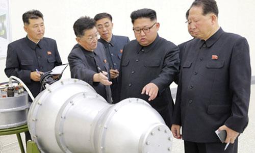 Lãnh đạo Triều Tiên Kim Jong-un cùng các quan chức chính phủ. Ảnh:KCNA.