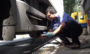TP HCM kiểm tra khí thải ôtô lưu thông trên đường