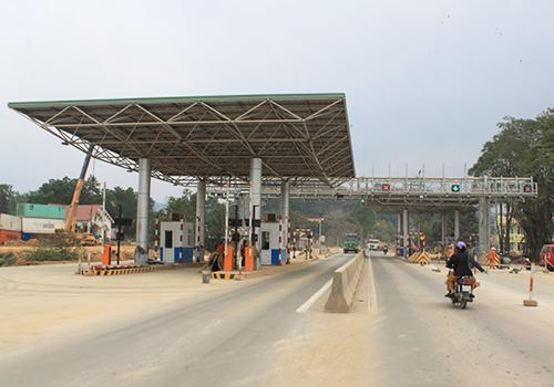 Trạm thu phí BOT Bắc Giang - Lạng Sơn trên quốc lộ 1. Ảnh: Đoàn Loan.