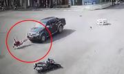Cô gái bị ôtô hất tung khi qua vòng xoay: Ai đúng, ai sai?