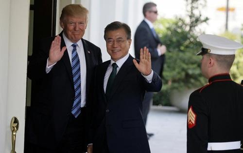 Tổng thống Mỹ Donald Trump tiếp Tổng thống Hàn Quốc tại Nhà Trắng hồi tháng 6 năm ngoái. Ảnh: Reuters.