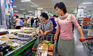 Đời sống cải thiện, dân Bình Nhưỡng ăn mặc 'chất' hơn