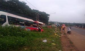 Camera ghi hình xe container đâm đuôi ôtô khách, hơn 10 người bị thương