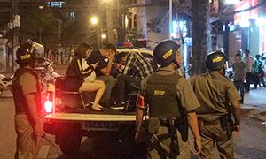 Cảnh sát TP HCM bao vây nhà hàng có tiếp viên thác loạn