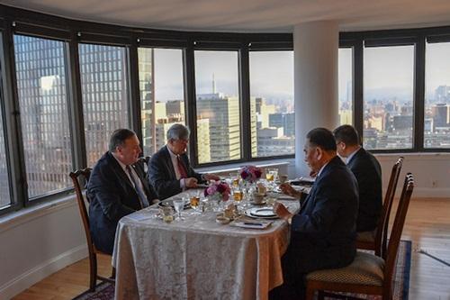 Ngoại trưởngMike Pompeo ăn tối tại New York với Kim Yong-chol, trùm tình báo Triều Tiên, ngày 30/5. Ảnh: US Department of State.