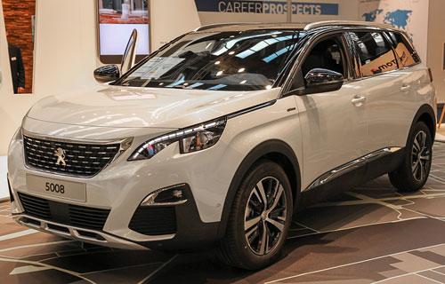 5008 chiếc SUV thế hệ mới đang rất được khách hàng ưa chuộng.
