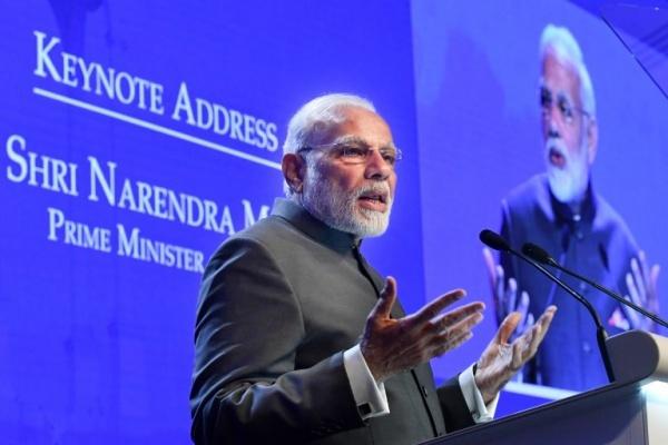Thủ tướng Ấn Độ Narendra Modi phát biểu đề dẫn tại Đối thoại Shangri-la, diễn đàn an ninh khu vực tại Singapore. Ảnh: AFP.