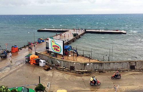 Cảng Lý Sơn đóng cửa, vắng vẻ sau khi tàu thuyền di chuyển đến nơi trú tránh áp thấp nhiệt đới. Ảnh: Thạch Thảo.