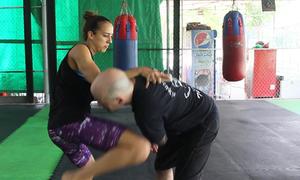 Lớp dạy võ tự vệ cho phụ nữ tại Hà Nội của cô gái Israel