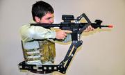 'Cánh tay thứ ba' giúp lính Mỹ mang vác vũ khí trên chiến trường