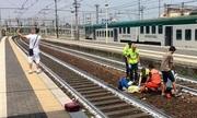 Dân Italy sốc vì người chụp selfie trước tai nạn xe lửa