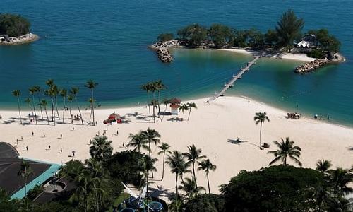 Bãi biển Siloso trên đảo Sentosa. Ảnh: Reuters.