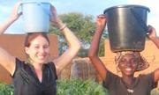 Cô gái cùng nông dân châu Phi trồng chùm ngây giảm nạn phá rừng