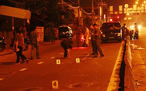 Hiện trường nơi anh Kiệt tử vong nghi do súng của phó công an phường. Ảnh: S.H