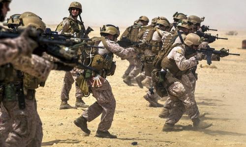 Binh sĩ Qatar huấn luyện cùng lính Mỹ hồi năm 2016. Ảnh: AFP.