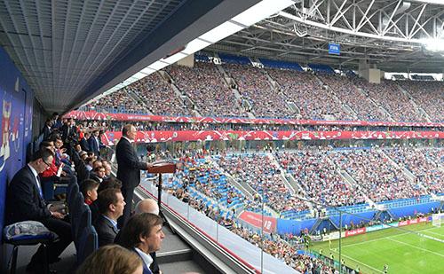 Vladimir Putin phát biểu tại sân vận động St Petersburg hồi tháng 6 trong buổi lễ khai mạc Confederations Cup, sự kiện được coi là tập dượt chuẩn bị cho World Cup 2018. Ảnh: ĐiệnKremlin.