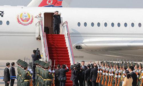 Lãnh đạo Kim Jong-un đáp xuống sân bay Đại Liên, Trung Quốc ngày 8/5. Ảnh:KCNA.