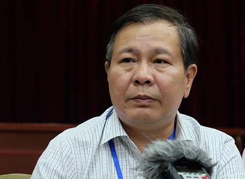 Giám đốc Sở Giáo dục Lê Ngọc Quang trả lời báo chí chiều 7/6. Ảnh: Quỳnh Trang.