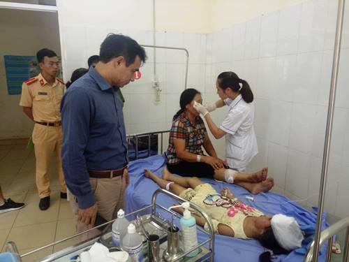 Các nạn nhân được điều trị tại Trung tâm y tế huyện Tiên Yên. Ảnh: Bình Minh