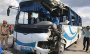 13 người cấp cứu khi xe khách lao xuống ruộng