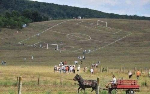Sân bóng đá độc nhất thế giới.