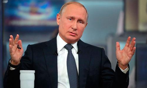 Tổng thống Nga Vladimir Putin trả lời các câu hỏi trong chương trình đối thoại thường niên hôm 7/6. Ảnh: AP.