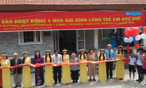 Giáo sư Lê Kim Ngọc đã giúp hàng trăm trẻ Việt Nam có nơi trú ẩn yên bình.