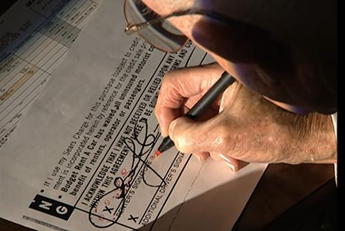 Quá trình chuyên gia giám định chữ ký.