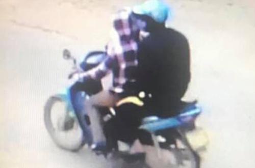 Hình ảnh Hưng đi xe ôm bị camera ghi lại. Ảnh: Công an cung cấp.