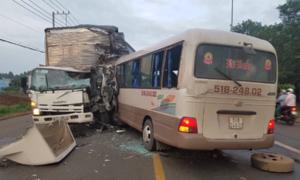 Hàng chục người kêu cứu trong xe khách bị nạn ở Đồng Nai