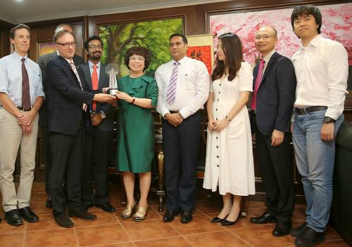 Do không thể tới Manila nhận giải, giải thưởng đã được trao lại cho bà Thái Hương tại Hà Nội ngày 7.6 với sự chứng kiến của các chuyên gia về Phát triển bền vững