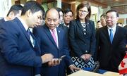 Thủ tướng xem trình diễn công nghệ thông minh tại Canada