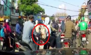 Thanh niên bị bắt quả tang móc túi cô gái chờ đèn đỏ