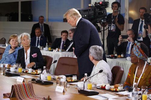 Trump đến muộn tại bữa sángcủa Hội đồng Cố vấn Bình đẳng giới