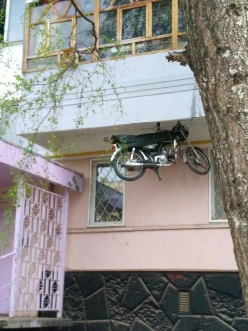 Tuyệt chiêu bảo vệ xe máy khiến trộm cắp chào thua.