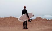 Ván lướt sóng làm từ 10.000 đầu lọc thuốc lá