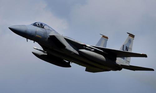 Tiêm kích F-15C xuất phát từ căn cứ Kadena vào tháng 5/2018. Ảnh: USAF.