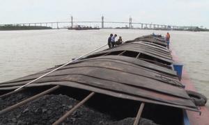 Cảnh sát biển tạm giữ 300 tấn than vận chuyển trái phép