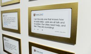 Thư viện trưng bày câu tweet của Trump như tác phẩm nghệ thuật