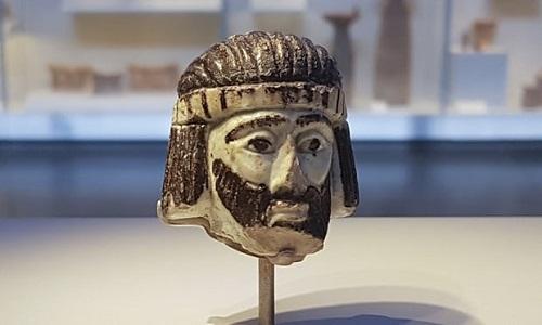 Tượng đầu người 3.000 năm tuổi tìm thấy ở thị trấn Israel. Ảnh: AP.