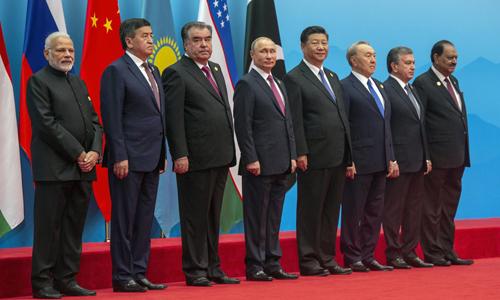 Lãnh đạo các nước tham dự hội nghị thượng đỉnh SCO tại Thanh Đảo, Trung Quốc hôm 10/6. Ảnh: Reuters.