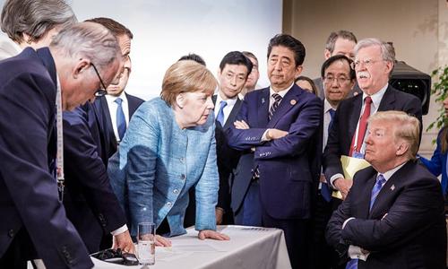Bức ảnh Trump đối đầu với các lãnh đạo G7 tại Canada. Ảnh: AFP.