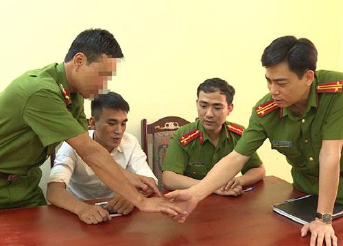 Cảnh sát hình sự bị thương được các bác sĩ theo dõi sức khoẻ trong vòng ba tháng. Ảnh: Công an Hưng Yên