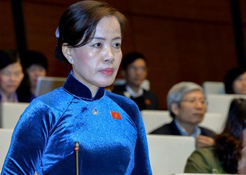 Đại biểu Nguyễn Thị Kim Thuý góp ý dự Luật an ninh mạng tháng 11/2017. Ảnh: QH