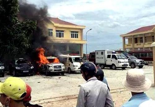Ôtô trongtrụ sở PCCC Công an tỉnh Bình Thuận chi nhánh huyện Tuy Phong đốt cháy.