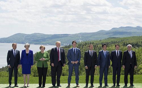 Bức ảnh tập thể tại G7 cho thấy ông Trump trông thấp hơn ông Trudeau. Ảnh: AFP