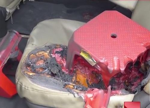 Bên trong chiếc xe của nạn nhân.