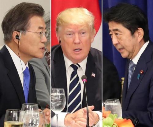 Tổng thống Hàn Quốc Moon Jae-in, Tổng thống Mỹ Donald Trump và Thủ tướng Nhật Shinzo Abe. Ảnh: